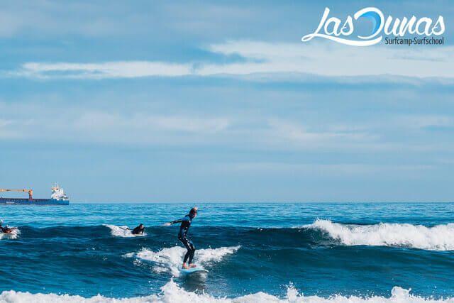 Surfista en Salinas Ciudad del Surf - Asturias.