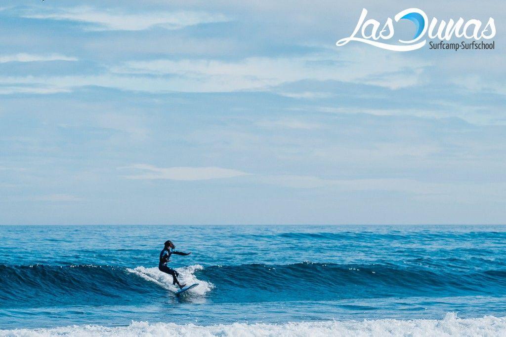 Surfeando en Salinas, Asturias.