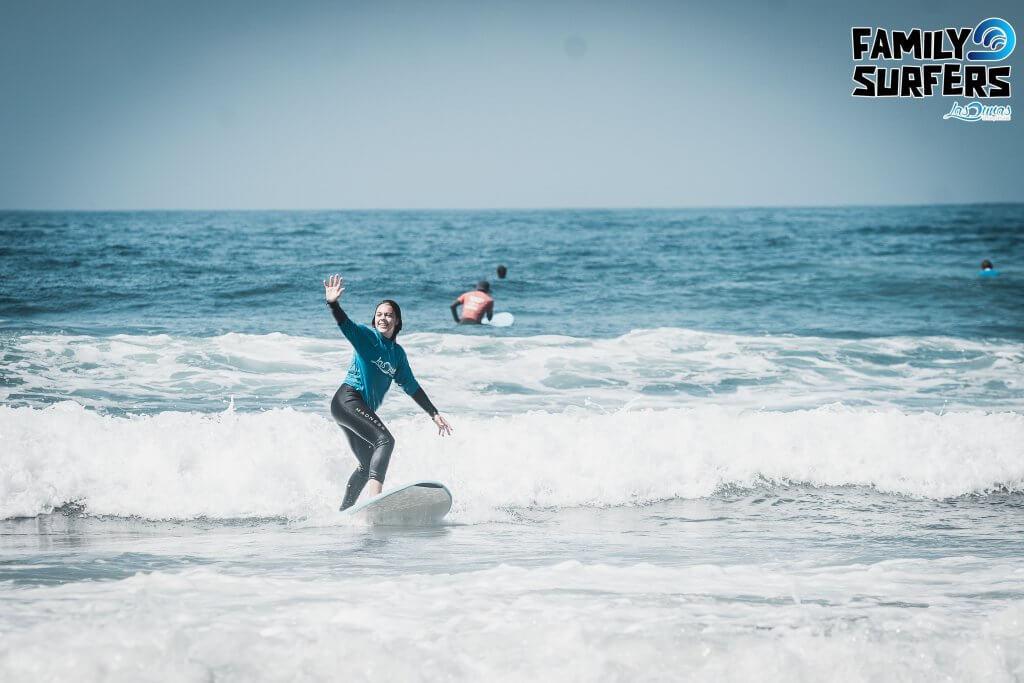 Escuela de surf Las Dunas, Surfcamp Asturias, Family Surfers.