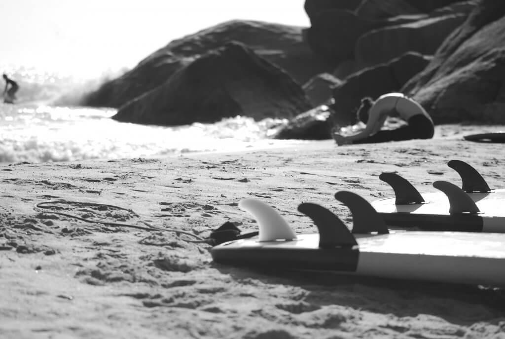 estiramiento y calentamiento antes del surf