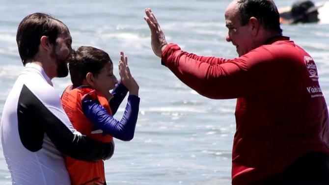 Surf como terapia para niños